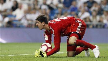كورتوا ينفي تحذيراته للاعبي ريال مدريد من مورينيو وكونتي