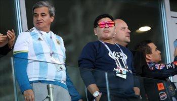 عيش المونديال  أول رد فعل من مارادونا بعد أزمته الصحية