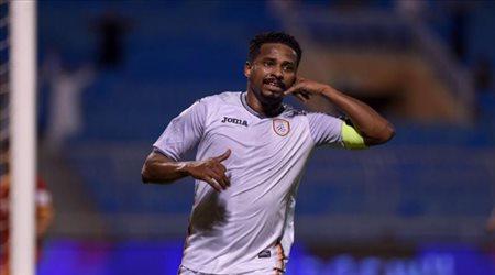 الزلزال يغادر المملكة.. ناصر الشمراني يعود إلى ممارسة كرة القدم