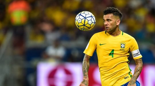 مفاجأة.. داني ألفيس يقرر خوض مونديال 2022 مع البرازيل