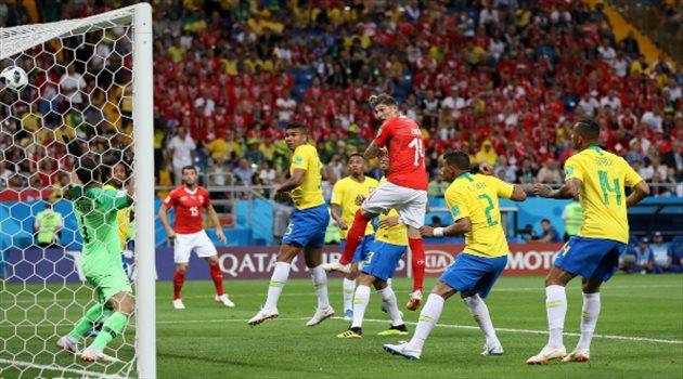 لحظة تسجيل الهدف الأول لمنتخب سويسرا عبر اللاعب زوبير