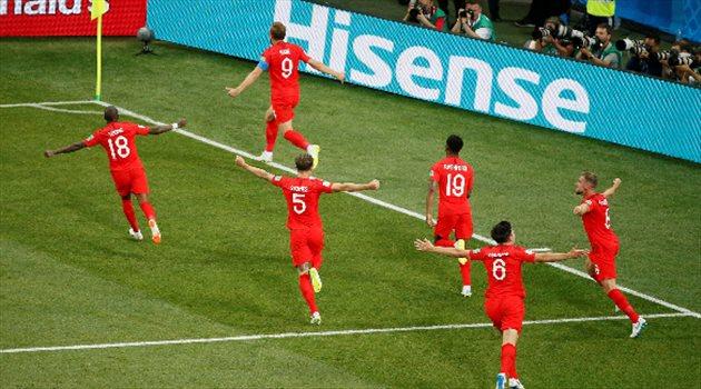 هاري كين يحتفل بتسجيل الهدف الثاني لمنتخب إنجلترا في الوقت القاتل