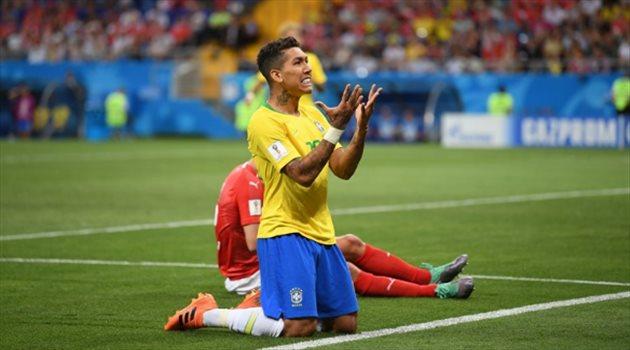 حزن فيرمينو بعد فشل تسجيل الهدف الثاني لمنتخب البرازيل