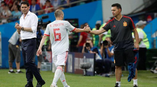 أندريس انيستا لحظة التبديل وتشجيع الجماهير الإسبانية في مباراة البرتغال وإسبانيا