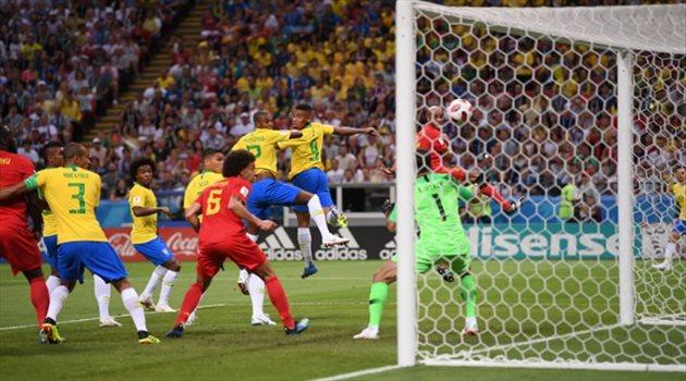 الهدف الأول لبلجيكا عبر ضربة رأسية من فيرناندينيو لاعب وسط البرازيل بالخطأ في مرماه.