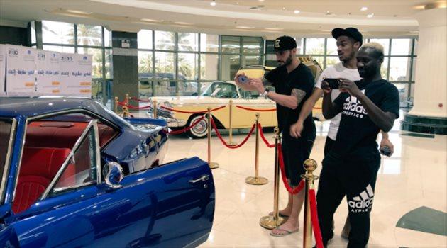 لاعبو الرائد الأجانب بمهرجان السيارات الكلاسيكية