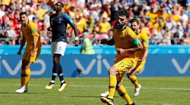 جيديناك يحتفل بهدفه في مباراة فرنسا وأستراليا