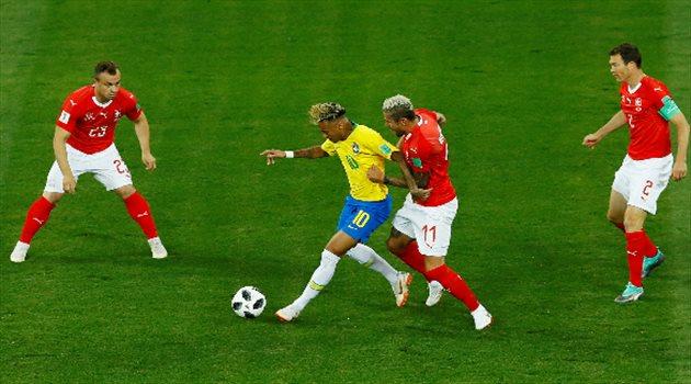ضغط لاعبو منتخب سويسرا على نيمار