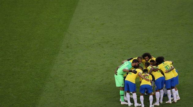 لاعبو البرازيل قبل بداية المباراة