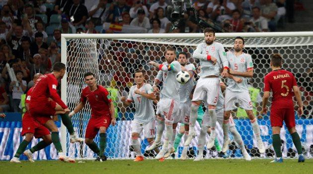 كرستيانو رونالدو لحظة تسجيل الهدف الثالث في مباراة البرتغال وإسبانيا