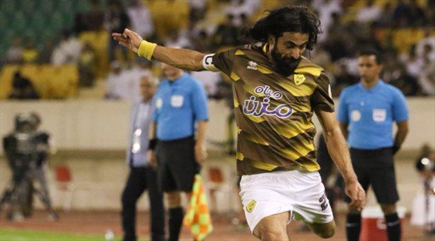 """الحضري يحرم حسين عبدالغني من """"رقم تاريخي"""" في الكرة السعودية"""