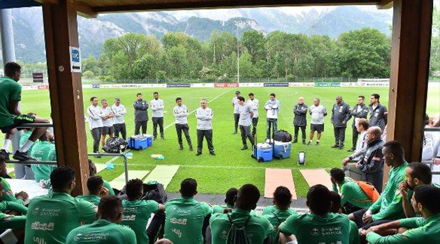 الأخضر يجري تدريباته في سويسرا