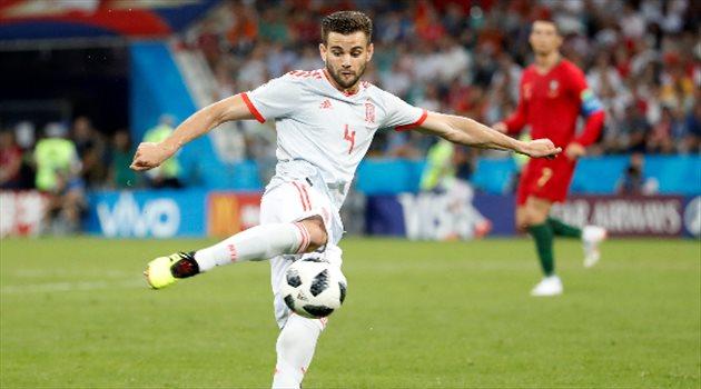 ناتشو يستعد لتسديد كرة الهدف الثالث في مباراة البرتغال وإسبانيا