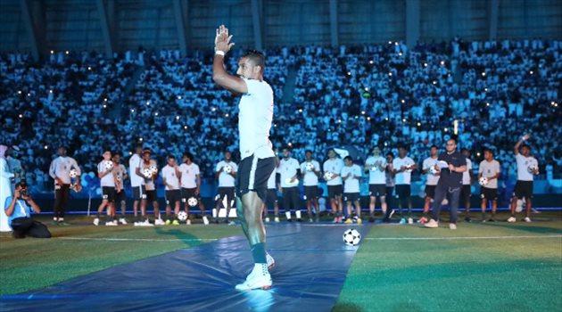 سالم الدوسري خلال حفل تقديم لاعبي الهلال أمام الجماهير