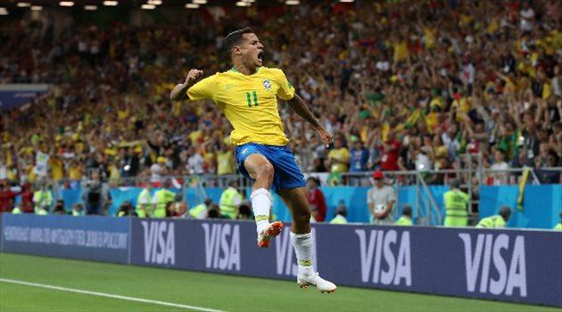 احتفال كوتينيو بالهدف الأول لمنتخب البرازيل