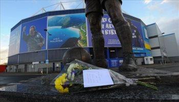 باقات الورود تؤكد وفاة مهاجم كارديف سيتي في حادث الطائرة