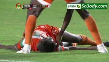 طبيب تونس ينقذ حياة لاعب النيجر وحكم المباراة يحييه
