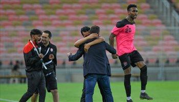 هاسي يكافئ لاعبي الرائد بعد الفوز التاريخي على الأهلي