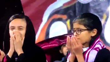 مشجعة الفيصلي تدعو لفريقها بالتعادل مع الهلال وسط الأمطار
