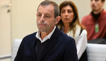 الإفراج عن رئيس برشلونة السابق بعد عامين من حبسه