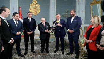 الرئيس التونسي يكرم الترجي بعد تتويجه بدوري أبطال إفريقيا