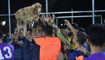 صور| بطولة كرة قدم عراقية تقدم خروفا مكافأة للمركز الأول وبطة للوصيف