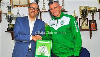"""رسميا.. الرجاء المغربي يجدد عقد مدربه """"كارتيرون"""""""