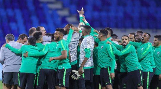 """5 """"أزمات كبرى"""" تهز الكرة السعودية بسبب كأس آسيا"""