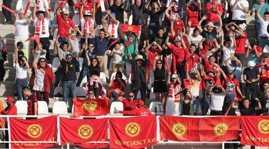 """أجواء حماسية في """"المدرجات"""" تشهدها مواجهة الصين وقيرغيزستان"""