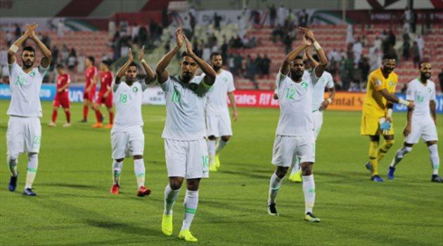 لاعبو منتخب السعودية يحيون الجماهير بعد الفوز أمام كوريا الشمالية