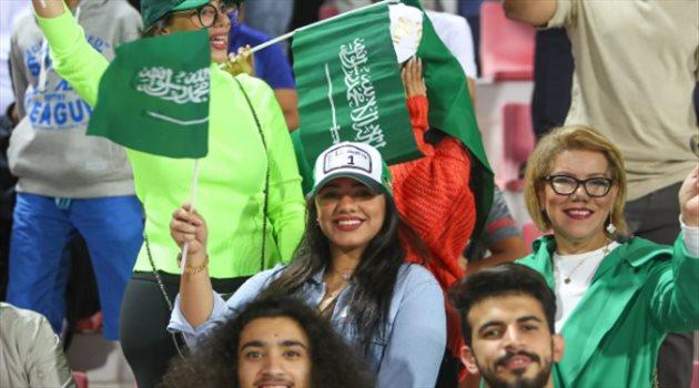 جماهير السعودية تساند الأخضر في مباراته أمام كوريا الشمالية