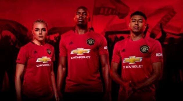 رغم ارتباطه بالرحيل.. بوجبا يظهر في إعلان مانشستر يونايتد للقميص الجديد