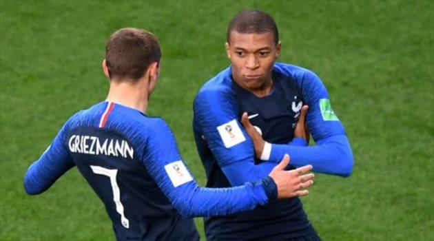 مبابي يعلن مساندة ليون أمام برشلونة في دوري الأبطال
