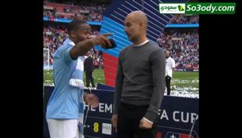 جوارديولا يعطي تعليماته لستريلنج أثناء الاحتفال