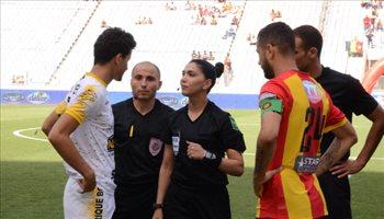 """""""فيفا"""" يهنئ التونسية درصاف كأول حكمة عربية وإفريقية تدير مباراة في الدرجة الأولى"""