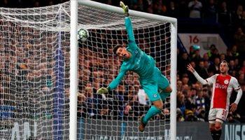 تشيلسي يتخلص من كيبا.. ويزاحم ريال مدريد على موهبة إيطالية