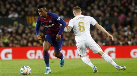 صراع إنجليزي لضم ظهير برشلونة وصفقة تبادلية تحدد وجهته