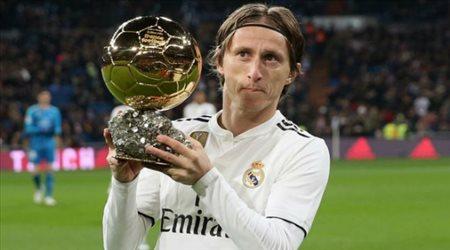 الكرة الذهبية تجبر مودريتش على الاستمرار مع ريال مدريد