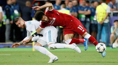 بسبب واقعة راموس وصلاح.. نجم ليفربول يرفض ريال مدريد