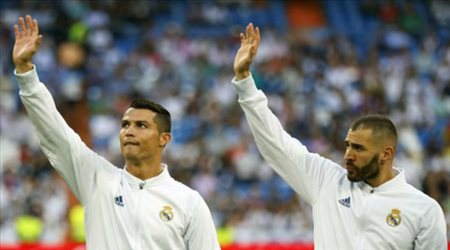 """بنزيما يصدم جماهير ريال مدريد للمرة الأولى.. """"رونالدو حرمني من التألق"""""""