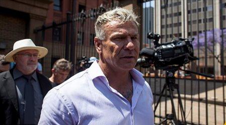 """تفاصيل خطيرة في قتل لاعب جنوب إفريقيا.. علاقته بعداء """"قاتل"""" ومشاجرة على نساء"""
