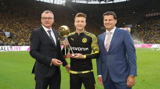 القائد رويس يتوج بجائزة لاعب العام في ألمانيا