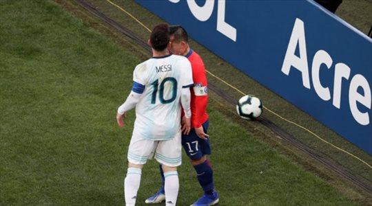 """للمرة الأولى.. مارادونا يعلق بشكل غريب على شخصية ميسي """"المتمرد"""""""