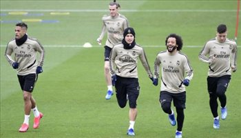 ريال مدريد يواصل تدريباته الجماعية وغياب ثنائي الفريق