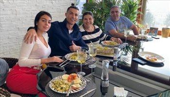 كارثة كبرى.. كريستيانو رونالدو يصيب عائلته بفيروس كورونا