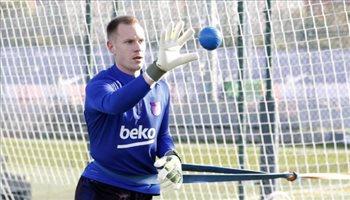 """برشلونة يهدد شتيجن بهذا اللاعب.. """"بعد رفضه التجديد"""""""