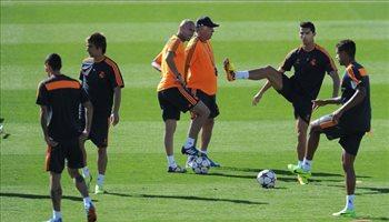 أنشيلوتي: كريستيانو رونالدو أكبر من المساهمة دفاعيا وزيدان غير فكرتي في كرة القدم