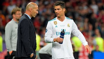 جاري نيفيل يحكي: حين رفضت طلب رونالدو في موقعة فالنسيا وريال مدريد