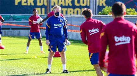 """""""قبل موقعة قادش"""".. كومان يجد حلول في دفاع برشلونة"""