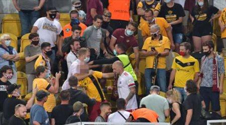 لاعب يصعد المدرجات للاعتداء على مشجع.. بعد خسارة فريقه في كأس ألمانيا !
